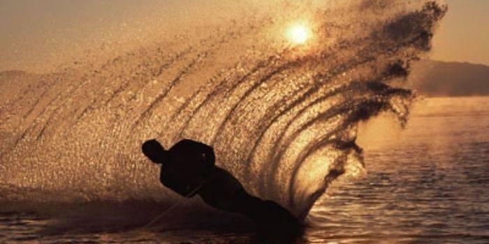 Sporty wodne nad jeziorem – poznaj najciekawsze rozrywki