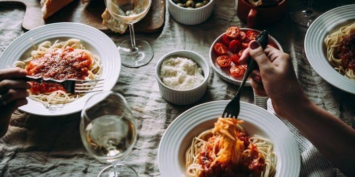 Gdzie warto zjeść w Warszawie? Poznaj najlepsze restauracje